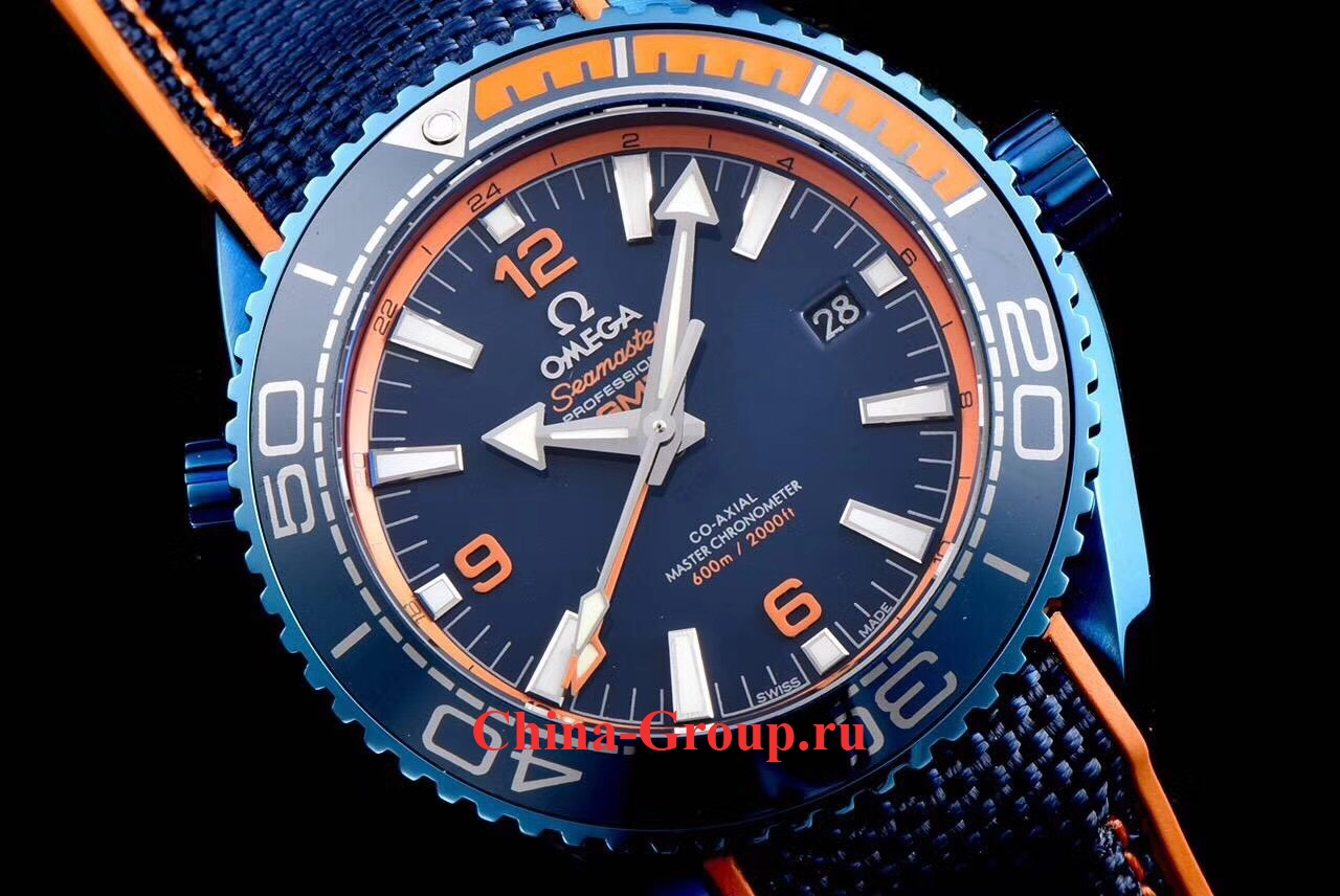 фото часы Omega Seamaster Planet 600M Ocean Big Blue Ref. 215.92.46.22.03.001